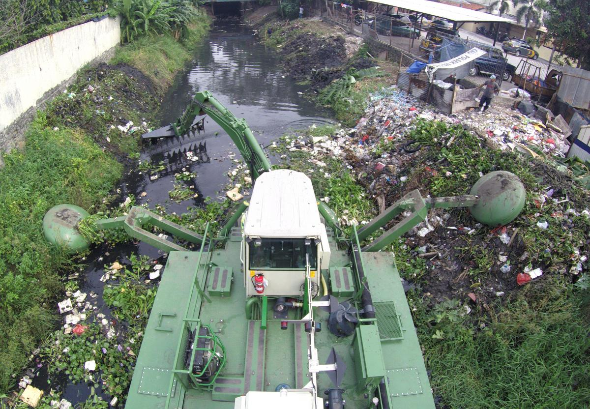 7._Preventing_floods_by_cleaning_urban_canals_Indonesia